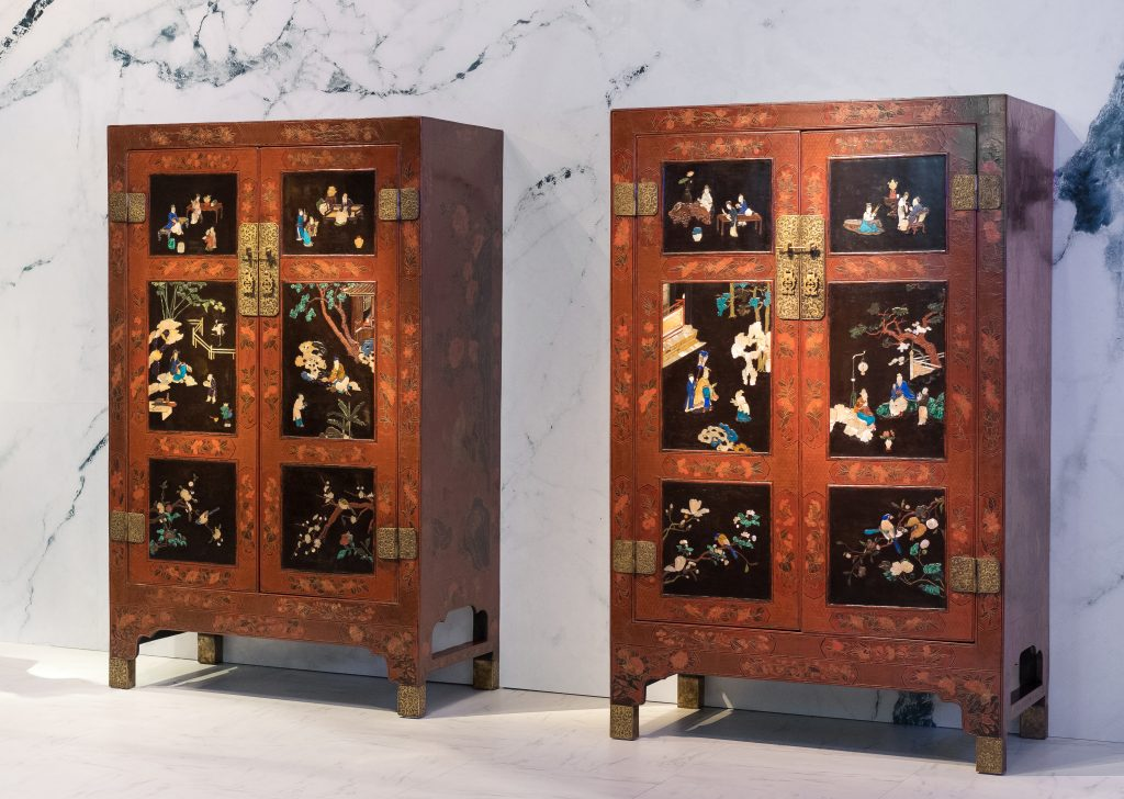 Pair of cabinets, Qiangjin and Caihua lacquer on red background embellished with baibao inlay, Qing Dynasty, early 18th century, 127 x 198 x 63.5 cm each, Photographic credits: Iris L. Sullivan, Francis Rhodes, Thomas Hennoque, tops of n° 4 in the Summer Palace Laurent Colson